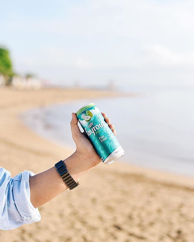 Still can't get enough to have this fresh and low calories @fayrouzid along with the summer vibes on the beach.. Check @fayrouzid to taste the delightful surprise of Fayrouz! #finesoda #fayrouzID