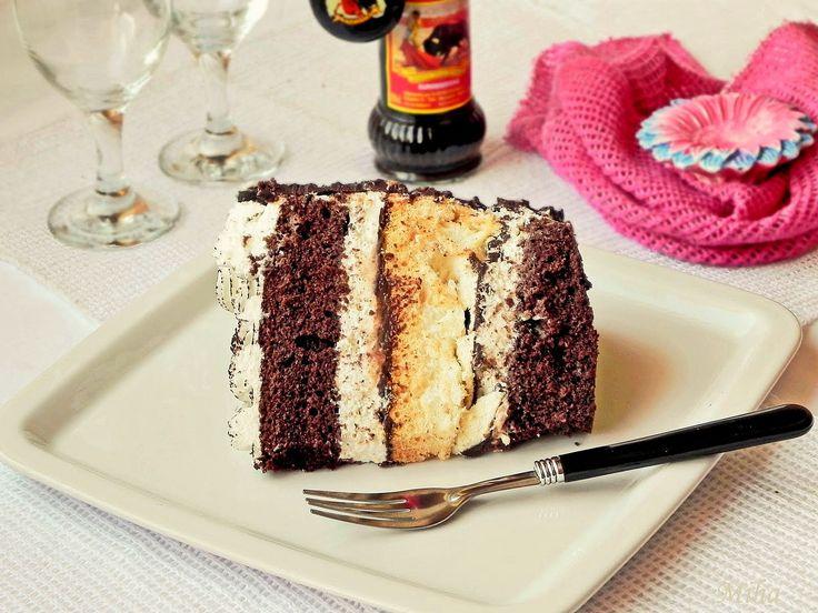 Felie de tort cu ciocolata si bezea
