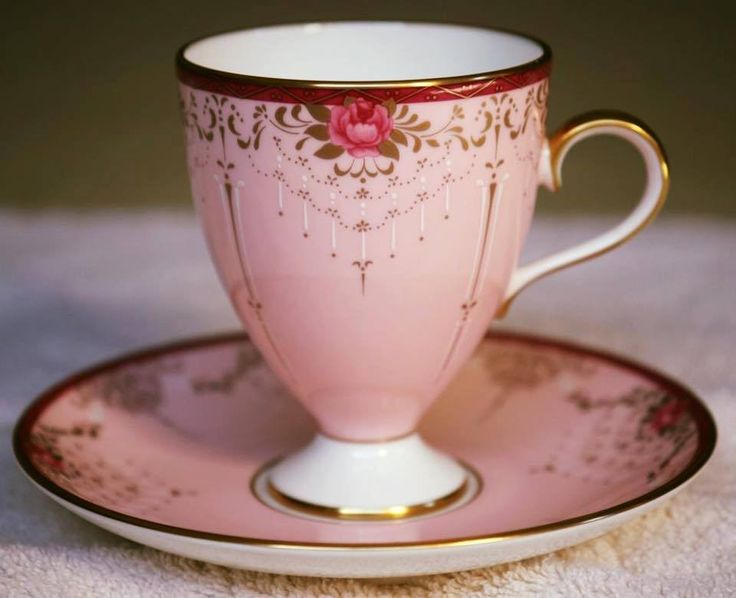 The shape of this tea cup is very different!