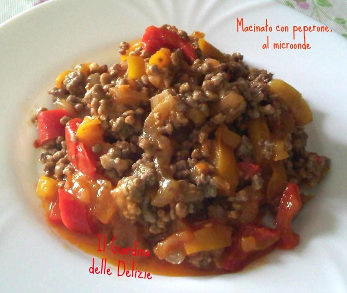 Macinato con peperone al microonde: è veramente squisito, la carne la potete cuocere separatamente lo stesso potete farlo con il peperone ed in poco tempo.