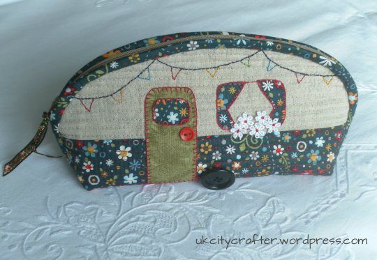 caravan pencil case. - Love this and like the blog.  There is a tutorial - under, guess what... Tutorials!!!!!!