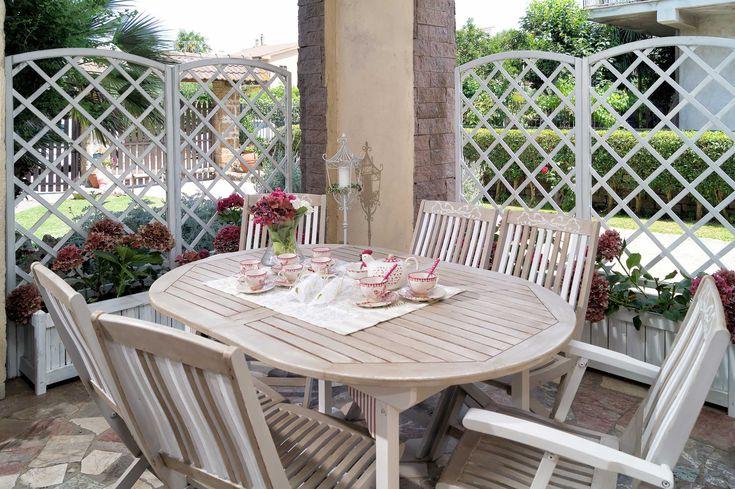 Tavolo, sedie e grigliato da giardino Shabby chic