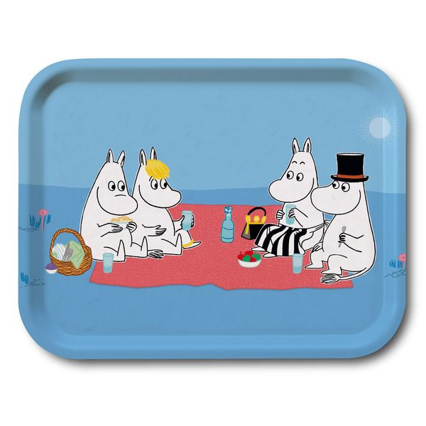 Blue tray that features the Moominfamily on a picnic. It's handmade with a classic motif taken from Tove Jansson's original drawings. High quality wood, made in Sweden. Suitable for dishwasher.
