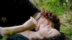 jamie kissing claire's neck