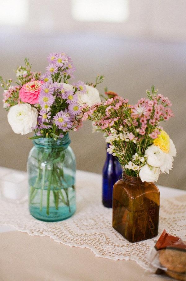 Mason jars & flowers. Perfect combo!