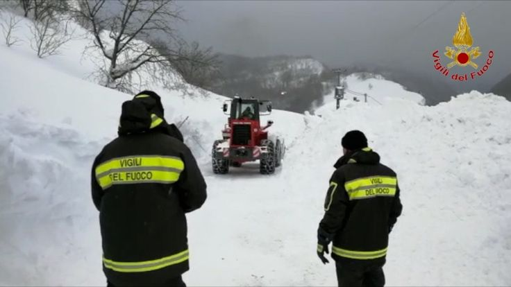 Abruzzo avalanche hotel, the firefighters videos
