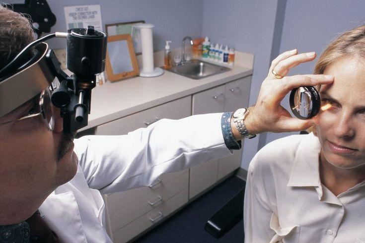 Causas del nervio óptico inflamado . El nervio óptico es la conexión del ojo con el cerebro y es fundamental para la forma en que procesas la vista. Si el nervio óptico se inflama, la visión puede ser dramáticamente afectada. Aunque los nervios ópticos inflamados pueden tener muchas causas, las más ...