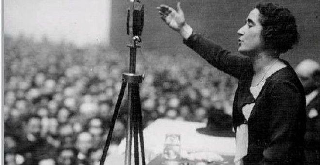 Clara Campoamor durante un mitin. Publicado: 19.11.2016 21:49 |Actualizado: Hace 21 horas Hace 83 años las mujeres votaron por primera vez en unas elecciones en España En 1931 el parlamento español concedió el sufragio femenino gracias a la lucha de Clara Campoamor y el 19 de noviembre de 1933 pudieron acudir a las urnas.
