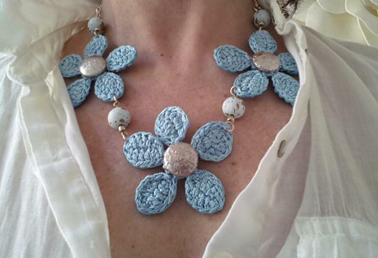 Collar flores crochet Collier fleurs crochet crochet flower necklace www.mariaslk1.wix.com/bisuteria