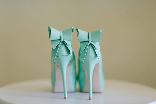 Mint green high heel pumps with bows (Source: fairyrainbowdolls)