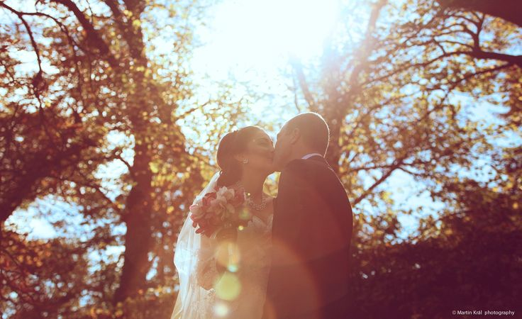Zimní svatební polibek