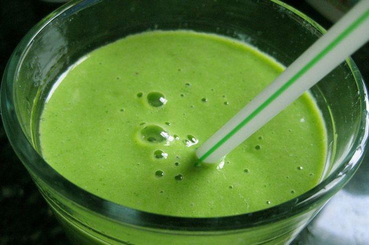 Tien redenen waarom een groene smoothie de beste start van de dag is: gebruik er o.a. je spinazie, groene kool en snijbiet voor!