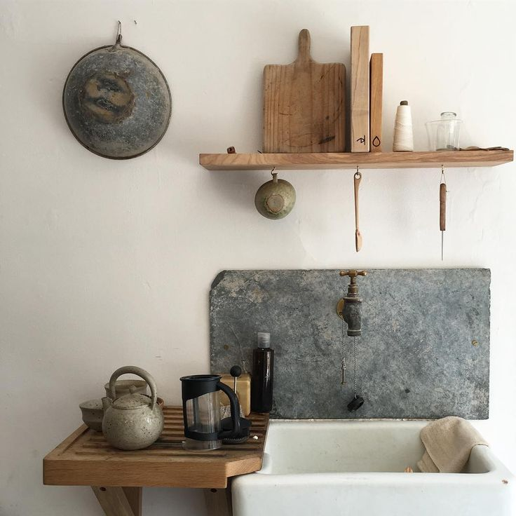slate splashback / backsplash behind old bib tap ... wood draining board ... wood cutting & chopping boards ...  metal colander & teapot . . . folklore falmouth