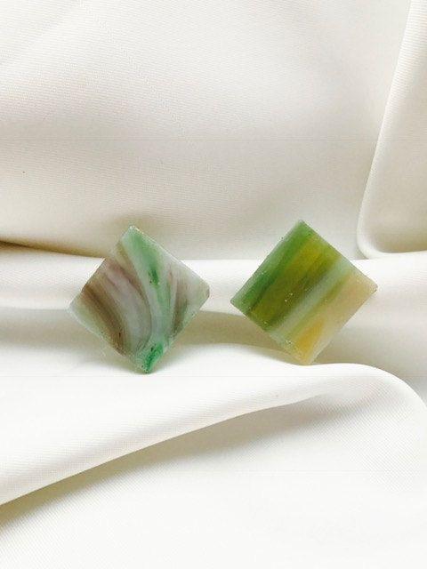 Handgemaakte exclusieve oorbellen gemaakt van groen Tiffany glas door BeautifullSieraden op Etsy