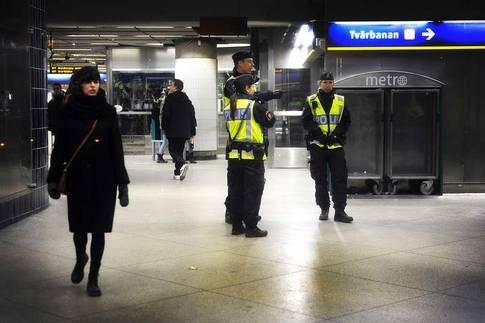 161 författare, akademiker, journalister och kulturarbetare skriver upprop mot polisens jakt på papperslösa