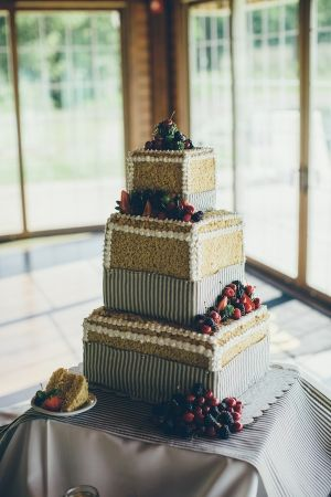 17 best ideas about berry wedding cake on pinterest - Papel empapelar paredes ...