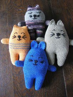 Cute crochet kitties! ☀CQ #crochet Thanks for sharing! ¯_(ツ)_/¯
