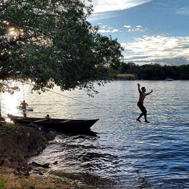 O Rio Negro é o maior rio de águas pretas do mundo! Um dos grandes tesouros do nosso Brasil. Foto: @lunamarieta #slackclick #slackline #water #nature #jesus #manaus #amazonas