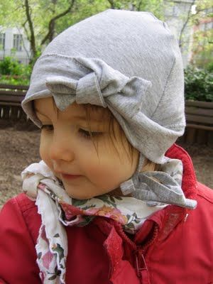 Simple bonnet with pattern