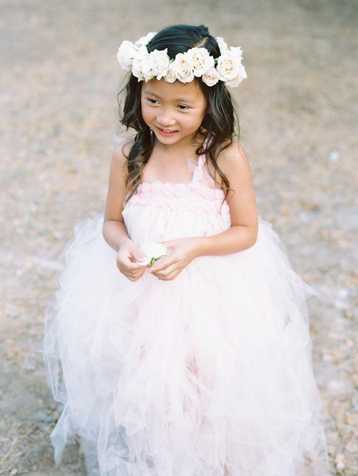 Pretty flower girl style. Photography: Carmen Santorelli Photography - carmensantorellistudio.com