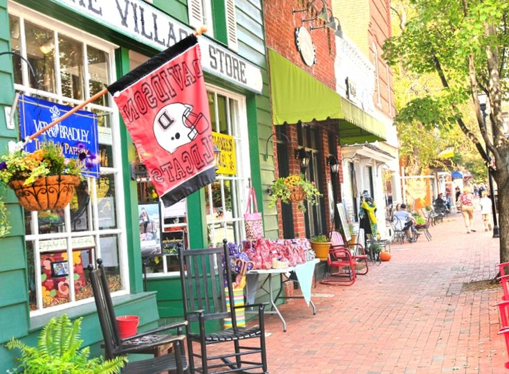 Get our Exclusive Insiders Guide to beautiful Davidson North Carolina! So many great tips and information!