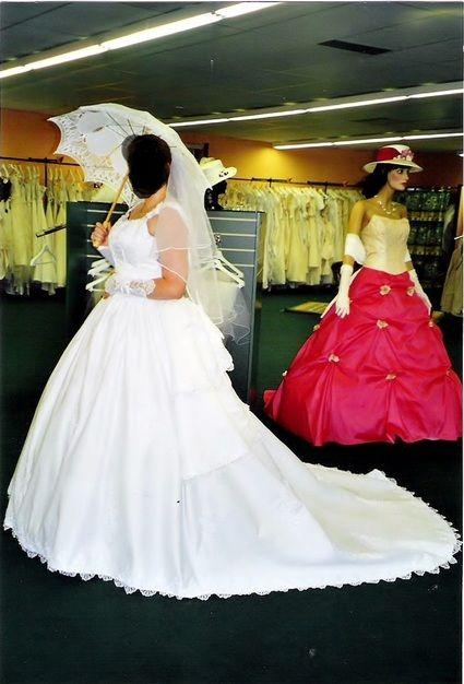 avec traine et ombrelle prix : 150 euros costume rayé noir et blanc ...