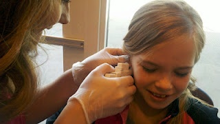 The best solution to deal with infected ear piercing!