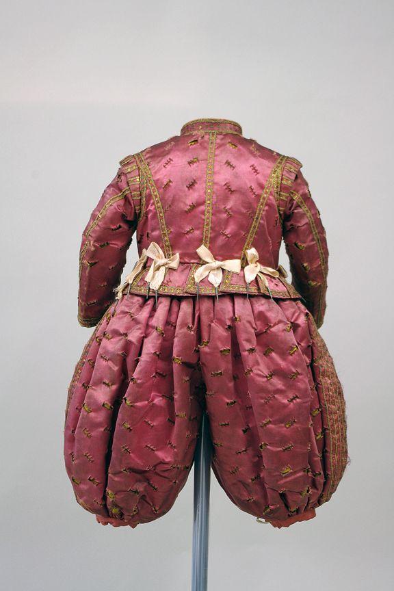 Kinderkleid von Johann Georg II. von 1617 i.0019, Rüstkammer/SKD, Dresden