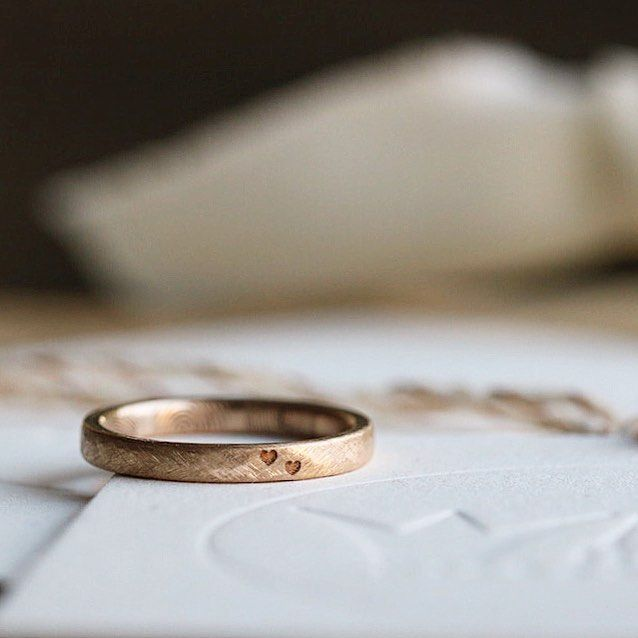 bespoke wedding rings by Michaela Roemer // #theun…