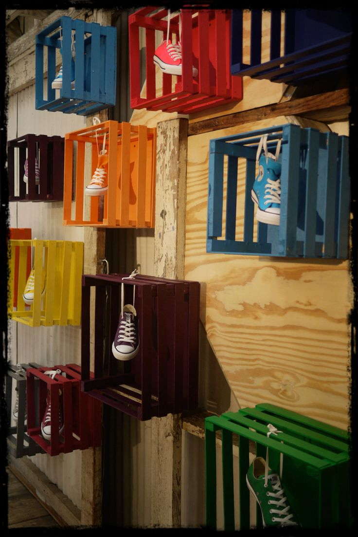 Don't know what to do with wooden CRATES? Check out this innovative funky display