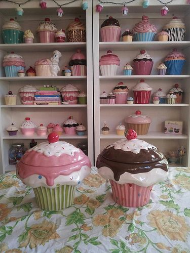 Cupcake Cookie Jars. Oh my look good@ all those. This is for you Lindsy.