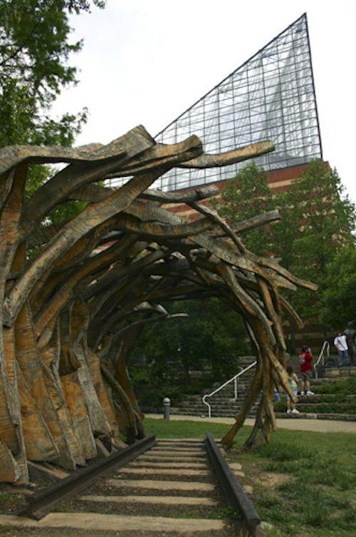 Aquarium and Sculpture in Chattanooga Tenn  -designsponge.com