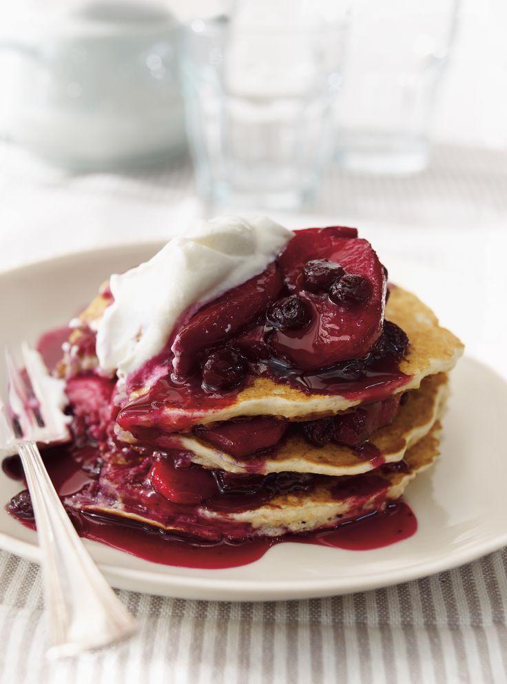 Pancakes au gruau, sauce aux bleuets et aux pommes #pancakes #bleuets #breakfast