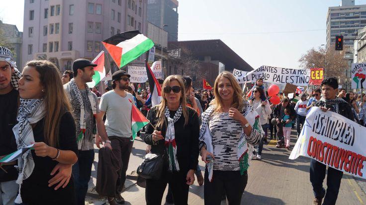 Marcha en Santiago contra la guerra en gaza.