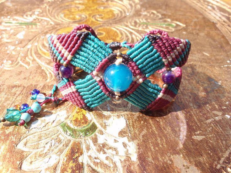 https://flic.kr/p/xM77Ef | Macramé-Cavandoli bracelet with semi-precious beads | Macramé-Cavandoli bracelet with semi-precious beads