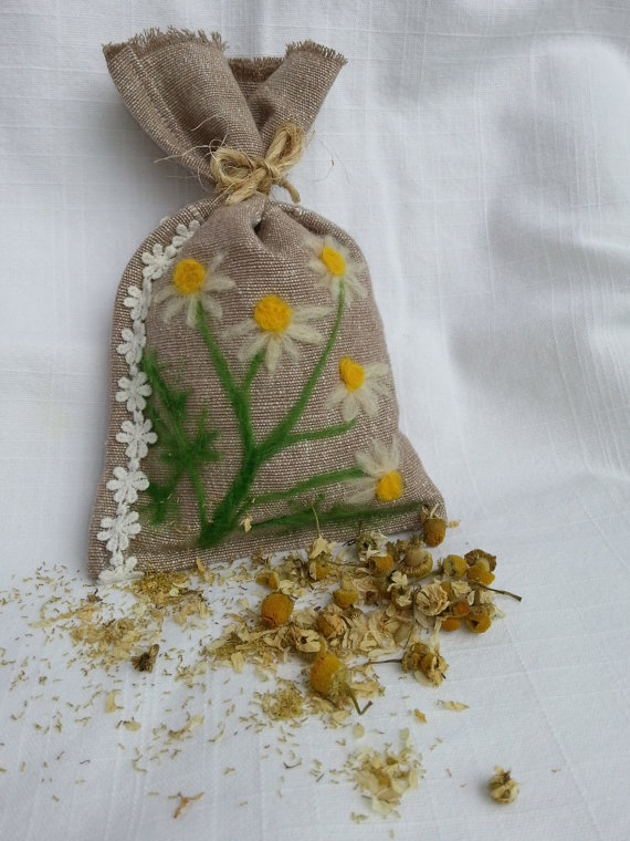 Decorative Linen Sachet with Needle felted Chamomile and filled with dried Chamomile
