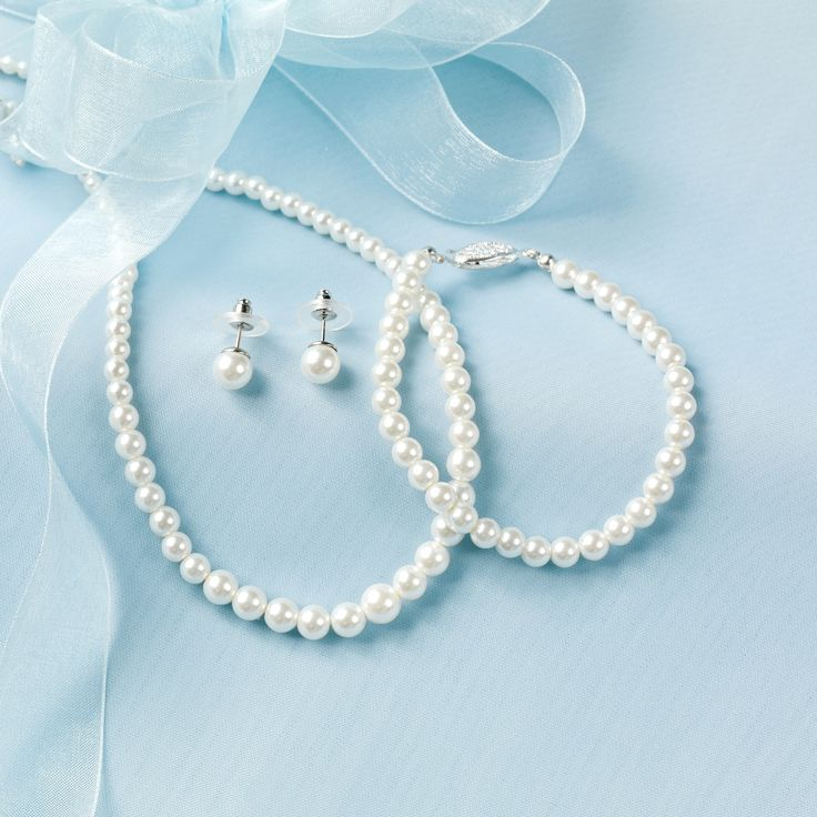 Mother of the Bride and Groom Gifts - 3 Piece Pearl Jewelry Set | #exclusivelyweddings