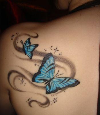 Vliegende vlinders - tattoo ontwerpen. Deze afbeelding behoort niet tot seiza.ro. Alle tattoo voorbeelden uit deze categorie zijn bedoeld alleen om vrij te bekijken en ideeen op te doen. Onze collectie van originele tattoo voorbeelden, vindt u in de categorie 'Tattoo Ontwerpen'