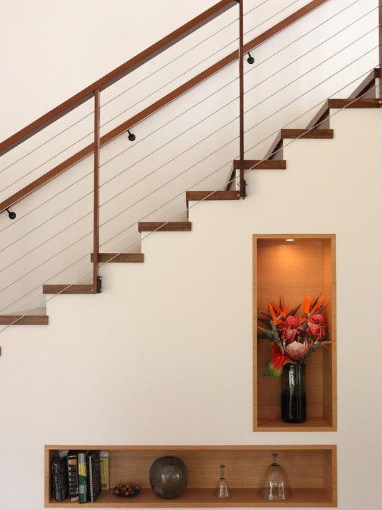 Escada com nichos para decoração. Fotografia: www.decorfacil.com