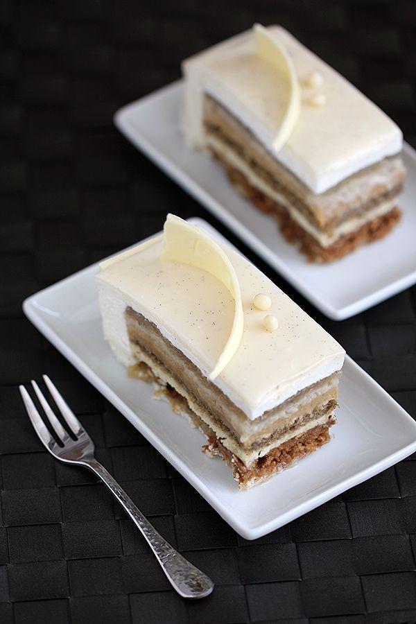 V8 cake entremet - 8 layers of pure vanilla