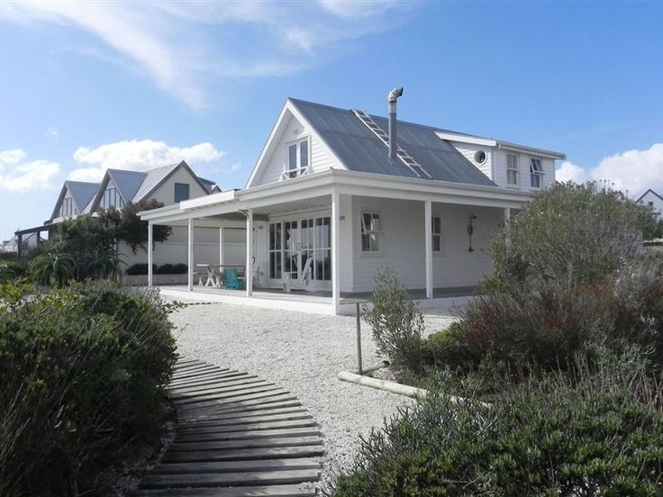 Pelican Beach House - Situated along the unspoilt coastline of Grotto Bay, Pelican Beach House is a waterfront property with a 180º view of the sea and is only 200m from a private beach. The house offers an idyllic seaside ... #weekendgetaways #grottobay #southafrica