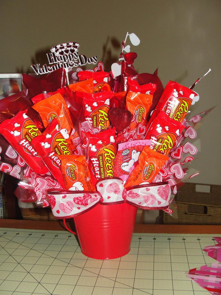 Best 25 candy bouquet birthday ideas on pinterest candy for Valentine candy crafts ideas