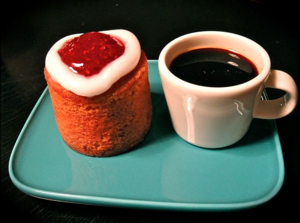 Runebergin torttu ja espresso © Hanna Stolt