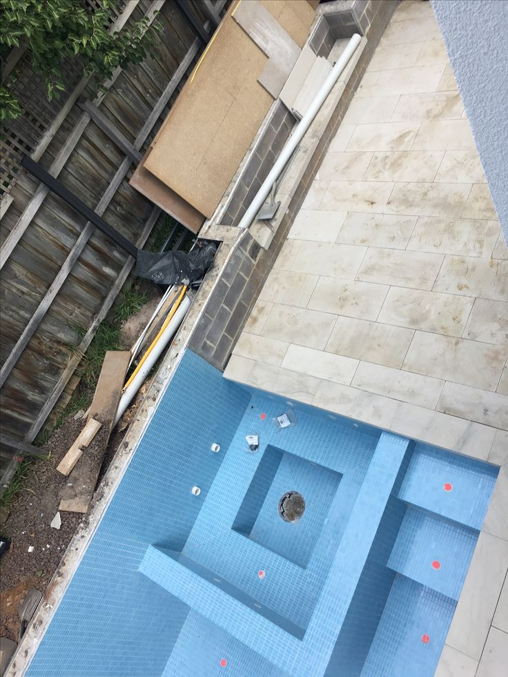 Hard surfaces so close to completion - the anticipation is high for a brilliant little courtyard.