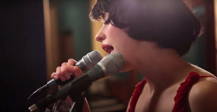 "Kimbra ~ ""Plain Gold Ring"" (live at Sing Sing Studios). Love this quirky New Zealand artist!"