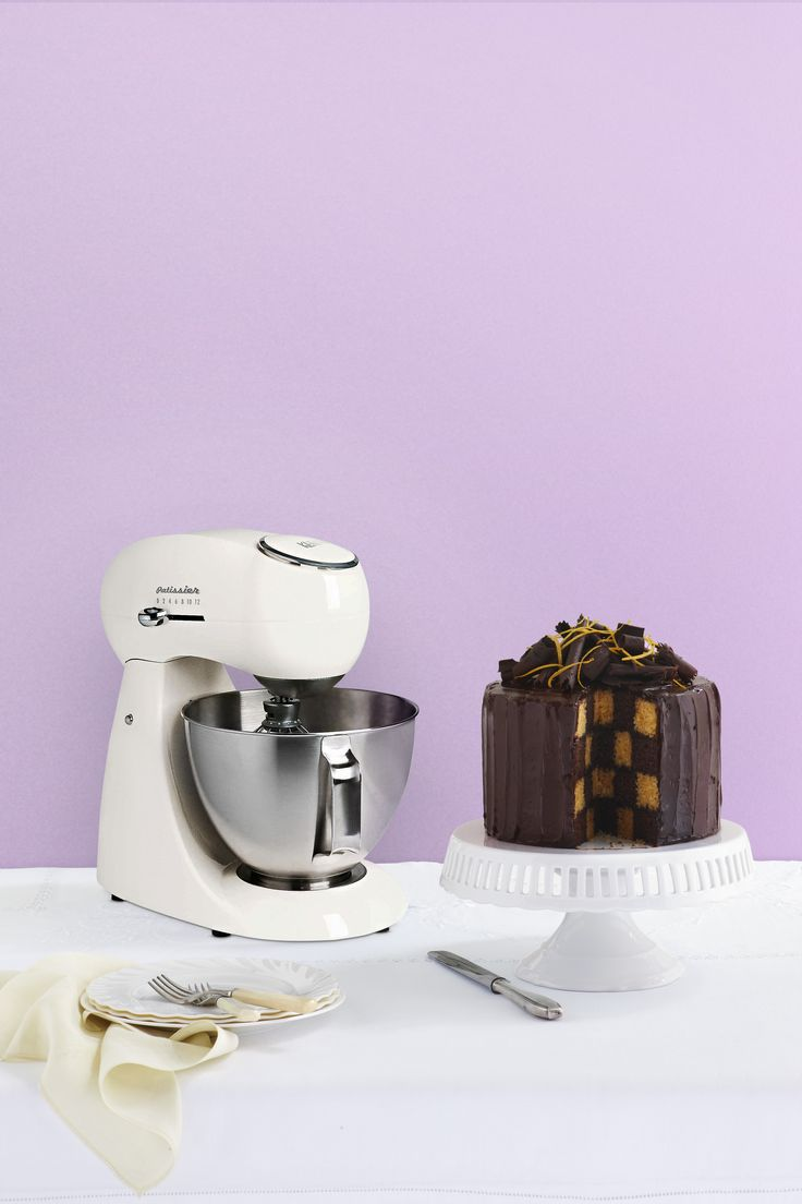 Could you make a checkerboard cake like this, or would it collapse like Mark's on The Great Australian Bake Off? #GABO