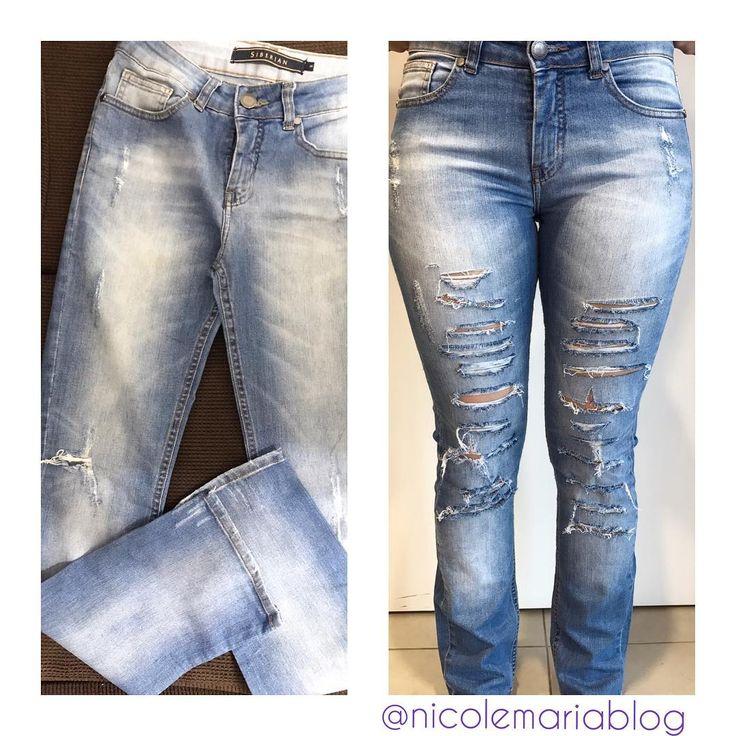 Calça que eu fiz pra minha amiga e cliente @bruzanoni... obrigada pela confiança ♥️ arrasou ✨��. . . . . . . . . . . . . . . . . . . . . . . . . . . . . . . . . #customize#customizacao#customização#custo0#reaproveite#reaproveitar#designer#de#moda#fashion#student#nicole#maria#nicolemariablog#blognicolemaria#calça#jeans#destroyed#feita#a#mão#cada#detalhe#rasgado#dedicação#fique#por#dentro#novidades#tendências http://butimag.com/ipost/1561178795531182055/?code=BWqa9fSgh_n