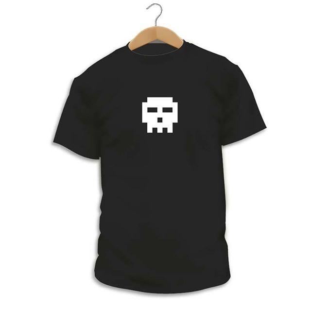 Has visto nuestro diseño Skull v1.0.  Da igual si eres más listo o menos más guapo o más feo más gordo o más delgado si tienes 20 o 80 años lo que si tenemos todos en común es nuestro esqueleto que afortunadamente nos dura para toda la vida :-D  Y claro lo que tenemos pero todo es una calavera (otra cosa es lo que tengamos dentro) y como no podía ser de otra manera nosotros tenemos la nuestra... y en formato 8 bits :-DDDDD  #Camiseta #CamaradaCamisetista #Design #Diseño #ShopOnline #Shopping
