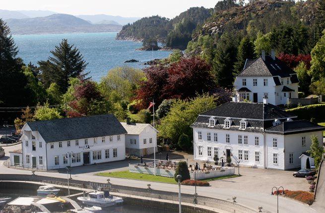 Bekkjarvik Gjestgiveri hotel in Norway, on harbor of Selbjorn