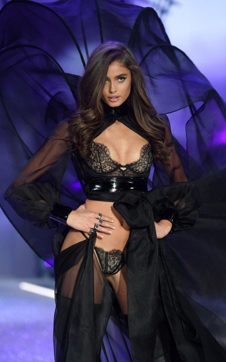Taylor Hill as one of the Secret Angels   | Every look from the 2016 Victoria's Secret Fashion Show November 30th in Paris, France  #VSFS #VSFS_2016 #VSParis16